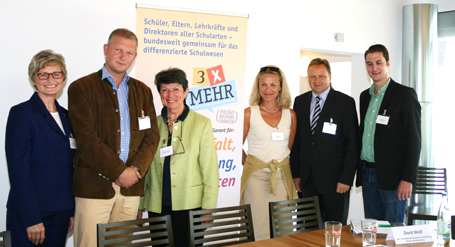 Initiatoren für ein differenziertes Schulwesen: Ingrid Ritt, Prof. Dr. Olaf Köller, Carmen E. Kühnl, Dorit Wolf, Jürgen Böhm, Fabian Geyer (v.l.n.r.)