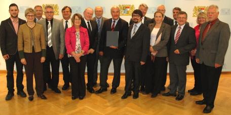 Kultusminister Dr. Ludwig Spaenle mit den Vertretern aller an der Erstellung des Positionspapiers beteiligten Verbände