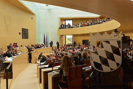 Voll besetzt waren Plenum und Zuschauertribüne bei der Regierungserklärung des Ministerpräsidenten