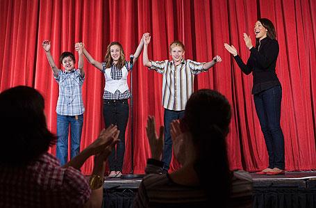 Für kreative Jugendliche, die auf der Suche nach nachhaltigen Begegnungen sind: Die Ferienakademie Kunst Musik Theater im Bildungszentrum des Klosters Roggenburg