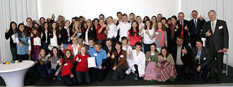 Schüler von acht bayerischen Realschulen freuen sich über den MINT²¹-Förderpreis