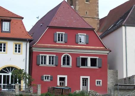 Historisches Badhaus im unterfränkischen Volkach - die Sanierung des Gebäudes wurde mit der Denkmalschutzmedaille gewürdigt