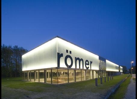 Das kelten römer museum manching ist in einem beeindruckenden Gebäude untergebracht