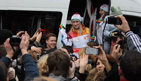 Heiß begehrt sind Bilder und Autogramme von Olympiateilnehmern, Alona kann jetzt hautnah dabei sein