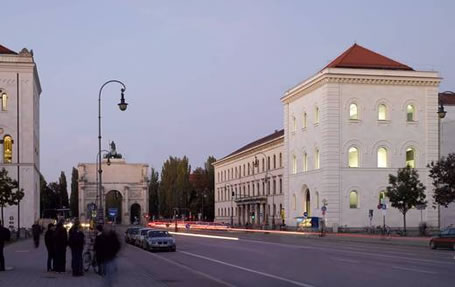 Ludwig-Maximilians-Universität München: Lehrturm in der Ludwigstraße