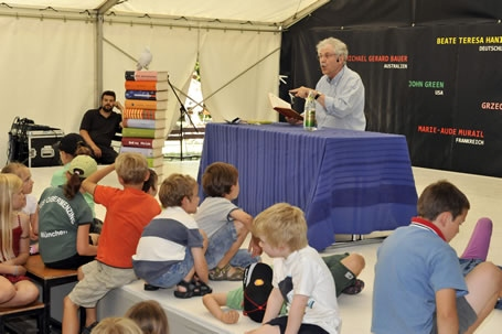 Paul Maar liest auf dem White Ravens Festival für Internationale Kinder- und Jugendliteratur