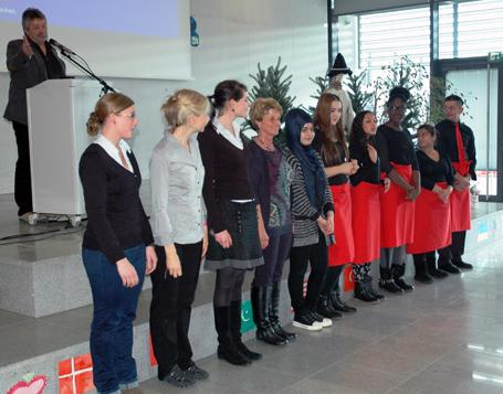 Schülerinnen und Schüler des Förderzentrums München-Ost verantworteten eigenständig den kulinarischen Rahmen der Auftaktveranstaltung