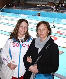 Alona mit ihrer Mutter im Icecube in Sotschi