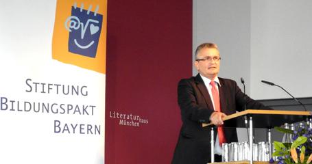 vbw Hauptgeschäftsführer Bertram Brossardt würdigte das Engagement