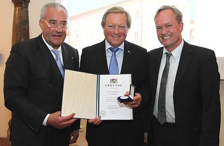 Kunstminister Ludwig Spaenle, der Schwindegger Bürgermeister Karl Dürner und Generalkonservator Mathias Pfeil bei der Festveranstaltung