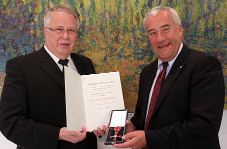 Kultusminister Dr. Ludwig Spaenle mit Walter Waldschütz