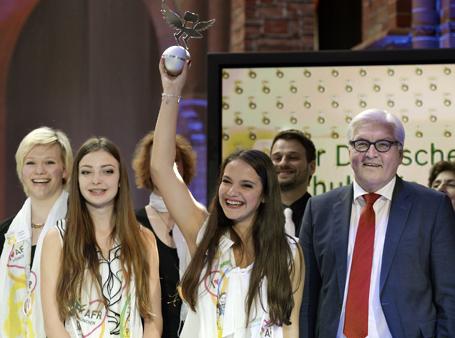 Bundesaußenminister Frank-Walter Steinmeier überreichte den Preis