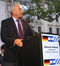 Kultusminister Dr. Ludwig Spaenle bei der Kundgebung auf dem Platz der Opfer des Nationalsozialismus