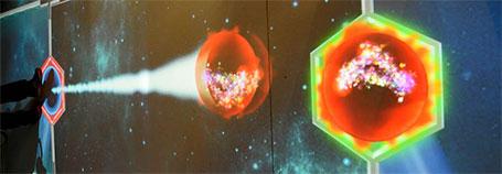 """In einer Art """"Teilchenbeschleuniger"""" können Besucher """"Protonen"""" aufeinander schießen und anschließend die Zerfallsprodukte beobachten"""