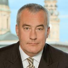 Minister Ludwig Spaenle begrüßt die neue Ausstellung