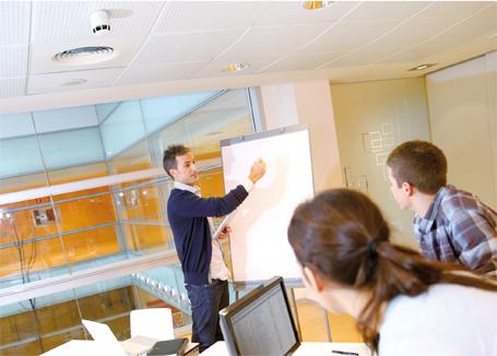 Ein Klick in die Grafik öffnet den LehrplanPLUS Wirtschaftsschule als interaktives E-Paper.
