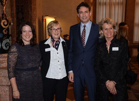 Staatssekretär Georg Eisenreich mit US-Generalkonsulin Jennifer D. Gavito, Club-Präsidentin Ulrike Kellner und Organisatorin Susanne Ahrens (v.l.)