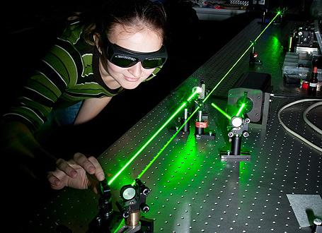 Ein spannender Unterricht weckt bei den Schülerinnen und Schülern die Begeisterung für Physik