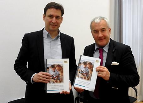 Wissenschaftsminister Dr. Ludwig Spaenle und Bildungsstaatssekretär Georg Eisenreich präsentieren die bayerische Strategie der digitalen Bildung in Schule, Hochschule und Kultur