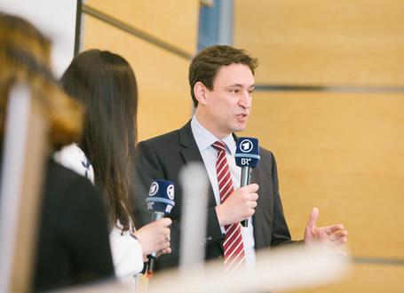 Georg Eisenreich sprach in der Eröffnungsrunde über die Integration junger Flüchtlinge