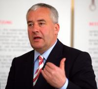Kultusminister Spaenle: Schüler an die Naturwissenschaften des 21. Jahrhunderts heranführen