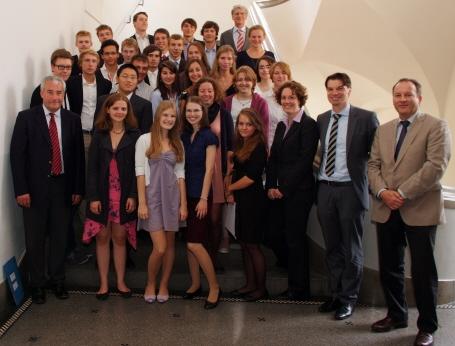 Uni tag  Unitag: Erfolgreiches Projekt für begabte Schüler wird ausgeweitet