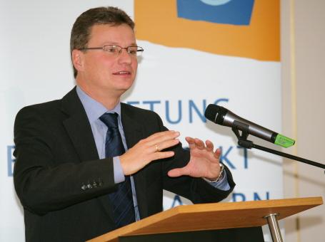 Kultusstaatssekretär Bernd Sibler bei der Auftaktveranstaltung im Schloss Fürstenried