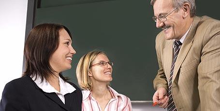 Seminarlehrer vermitteln den Referendaren das notwendige