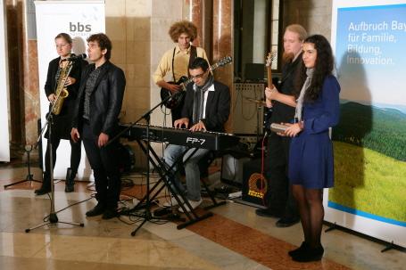 Das bbs ensemble der Nürnberger Berufsfachschule für Musik am Bildungszentrum für Blinde und Sehbehinderte spielte bei der Festveranstaltung