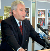 Kultusminister Dr. Ludwig Spaenle erläutert die neuen Leitlinien