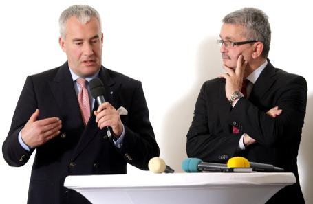 Kultusminister Ludwig Spaenle (links) und vbw Hauptgeschäftsführer Bertram Brossardt (rechts) bei der Preisverleihung