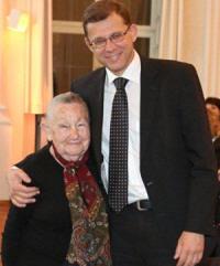 Der israelischen Generalkonsul Tibor Shalev Schlosser mit Tova Adler
