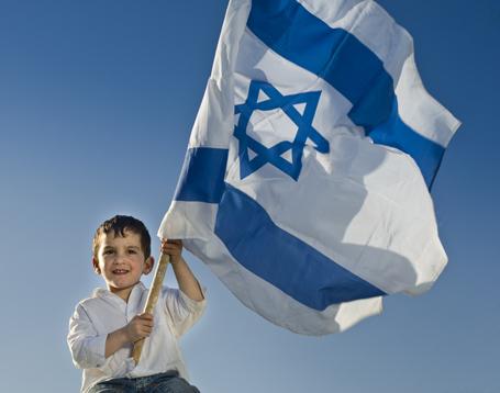 Bildungspartnerschaft mit Israel: Drei bayerische Gymnasien unterzeichnen als erste Schulen in Deutschland Partnerschaftsverträge mit der israelischen Holocaust-Gedenkstätte Yad Vashem