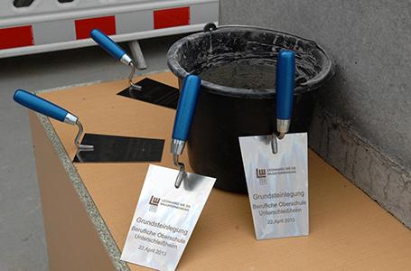 neue fos bos in unterschlei heim kultusminister legt grundstein. Black Bedroom Furniture Sets. Home Design Ideas