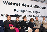 Redner-Podium am Platz für die Opfer des Nationalsozialismus