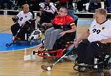 Rollstuhl-Hockey-Spieler in Aktion