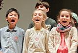 Schüler beim Singen