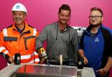 Bauarbeiter bei der Grundsteinlegung