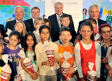 Ministerpräsident Horst Seehofer, Bildungsminister Dr. Ludwig Spaenle, Prof. Roland Berger, AUDI-Vorstand Thomas Sigi und Schüler