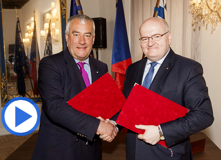 Tschechiens Kulturminister Daniel Herman mit Bayerns Kultusminister Dr. Ludwig Spaenle in Prag