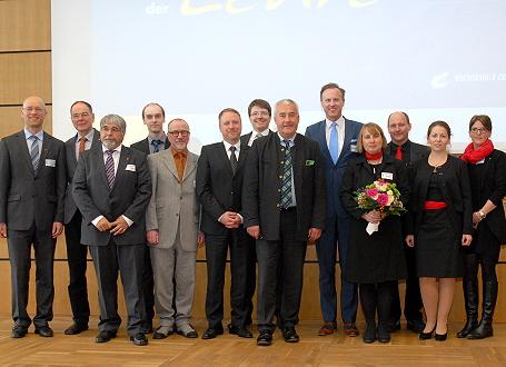 Wissenschaftsminister Dr. Ludwig Spaenle mit einigen Preisträgerinnen und Preisträgern