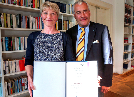 Andrea O'Brien und Kunstminister Ludwig Spaenle